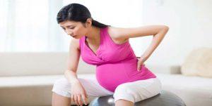 mang bầu đau lưng có phải là do bệnh xương khớp