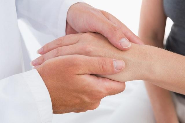 Chẩn đoán sưng đau khớp ở ngón tay