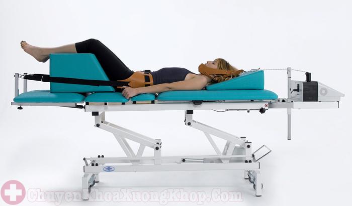 kéo giãn cột sống điều trị bệnh thoát vị đĩa đệm cột sống thắt lưng