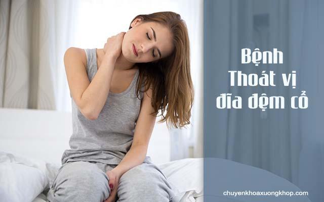 Nhức mỏi xương bả vai có thể là biểu hiện của bệnh thoát vị đĩa đệm cổ