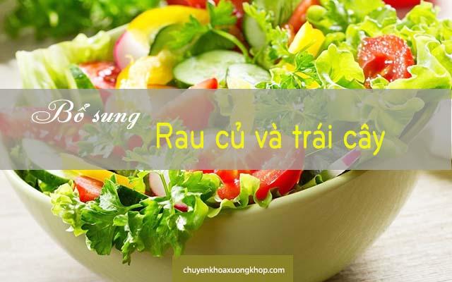 bị tràn dịch khớp gối nên bổ sung rau củ và trái cây