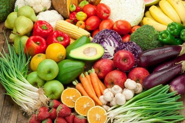 Ăn nhiều trái cây và rau củ khi bị tràn dịch khớp gối