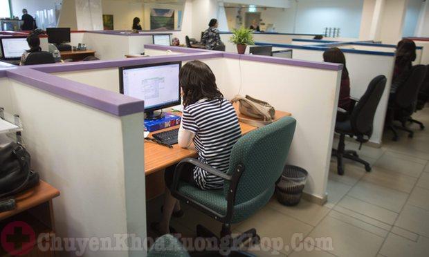Dân văn phòng là đối tượng dễ mắc thoái hóa khớp cổ chân