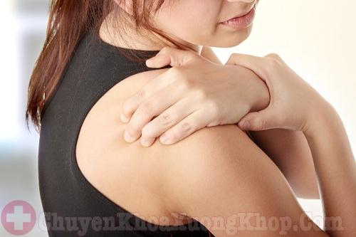 Đau khớp vai là triệu chứng của thoái hóa khớp vai