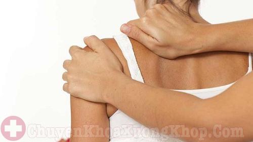 Vai yếu và teo cơ là dấu hiệu thoái hóa khớp vai
