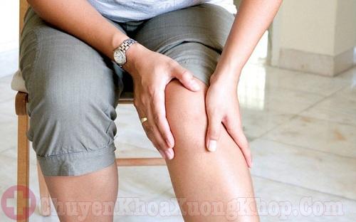 Bị đau nhức khớp gối sau sinh