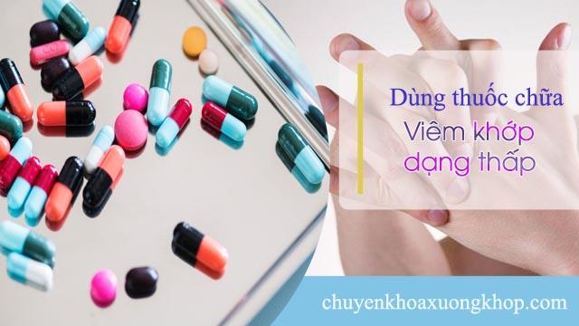 Dùng thuốc chữa viêm khớp dạng thấp