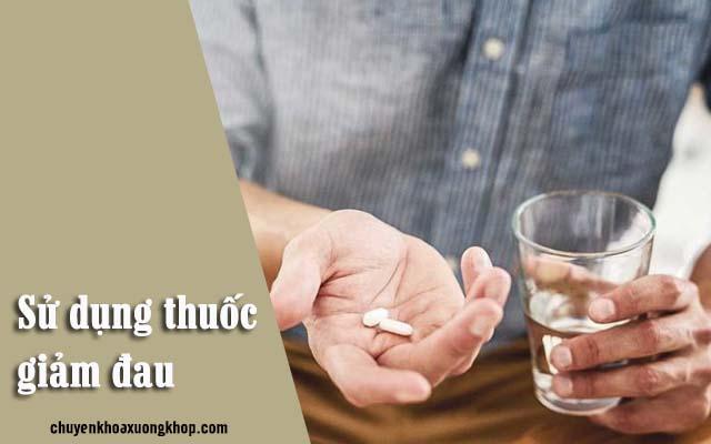 Dùng thuốc để giảm đau, tiêu viêm ở đầu gối