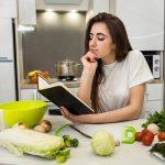 Chế độ dinh dưỡng đóng vai trò quan trọng với việc phục hồi chức năng cột sống