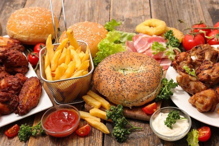 Thức ăn nhanh khiến bạn mau tăng cân và ảnh hưởng đến hệ xương khớp
