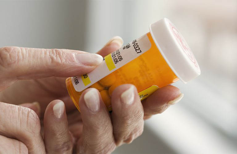Tân dược làm giảm những triệu chứng của bệnh nhanh chóng nhưng không tác động đến nguyên nhân gây bệnh nên có nguy cơ tái phát cao