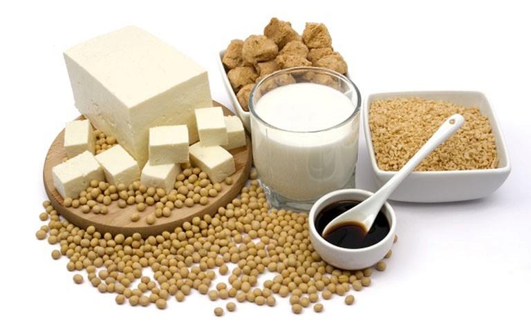 Đậu nành và chế phẩm từ đậu nành chứa rất nhiều dưỡng chất tốt cho hệ xương khớp
