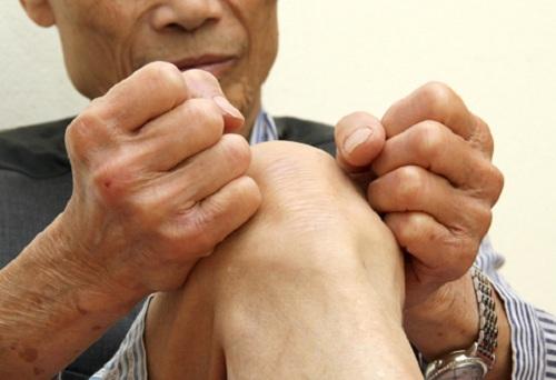 tại sao người cao tuổi dễ bị đau nhức xương khớp vào mùa lạnh
