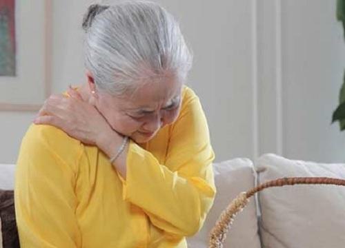 Đau xương khớp ở người già trong mùa lạnh làm sao để chữa trị?