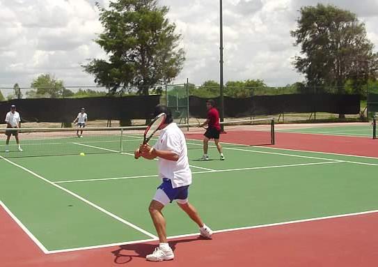 Đau thắt lưng khi chơi tennis