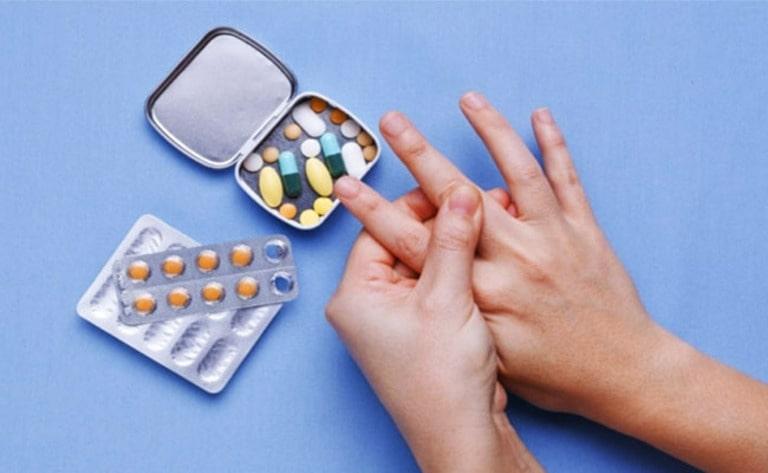 Dùng thuốc tân dược cho tác dụng giảm đau tạm thời nhưng dễ tái phát