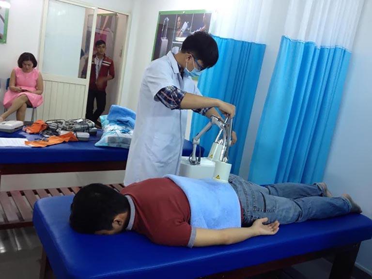 Vật lý trị liệu là phương pháp được bác sĩ khuyến cáo nên áp dụng